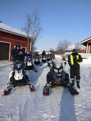 Snowmobiling in Kilpisjärvi Kilpissafarit